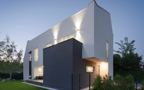 e4 house from romania outside image